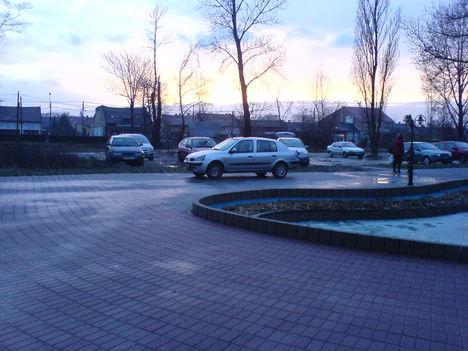 Igy kell parkolni a 18ker. Szent Lőrinc Sétányon :-((( 7