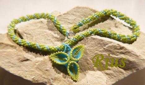 Zöld-kék medál