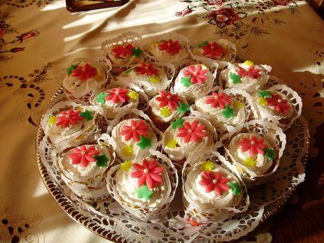 Gyümölcsös-túrókrémes minitorta(cupcake)