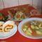 Mai ebéd: Húsleves, rántott hal,és csirke,piskótatekercs