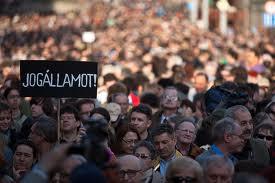 Százezres kormánypárti tüntetés Budapesten 10