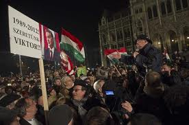 Százezres kormánypárti tüntetés Budapesten 13
