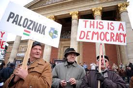 Százezres kormánypárti tüntetés Budapesten 14
