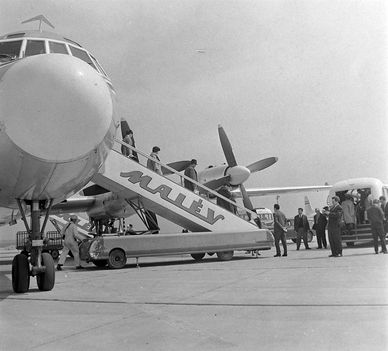 1960-as évek - a Malév IL-18-as repülőgépe Ferihegyen