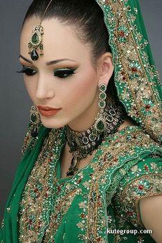 Keleti hercegnők esküvői díszben 08