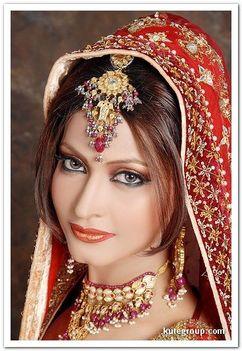 Keleti hercegnők esküvői díszben 13