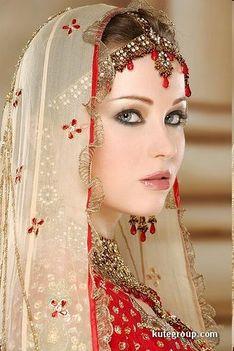 Keleti hercegnők esküvői díszben 14