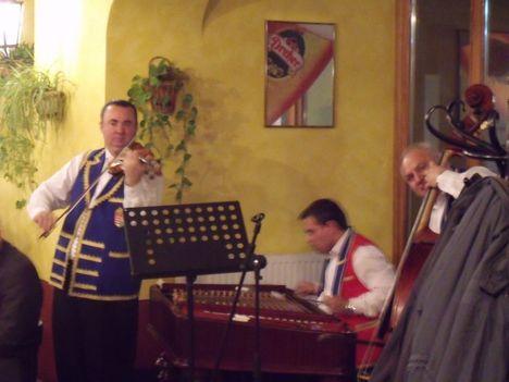 Varga János és zenekara