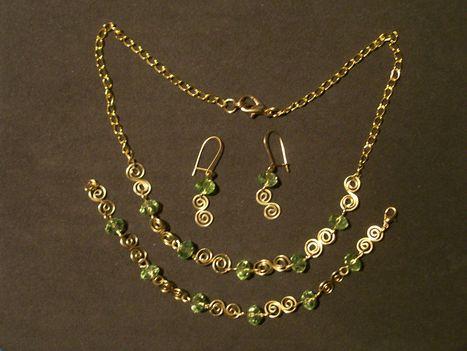 zöld-arany drótékszer