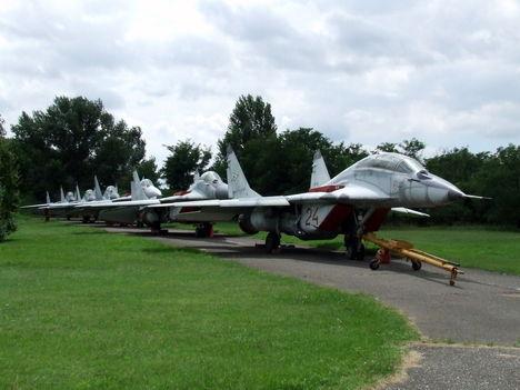 A 01, 12, 14, 19, 20, 22 oldalszámú MiG-29B (9.12B gyártmány) együléses vadászbombázó, illetve a 28 és 29 oldalszámú kétüléses MiG-29UB (9.12B gyártmány) kiképző vadászrepülőgépünk Izraelbe költözött