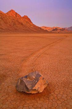 08-Mozgó kövek
