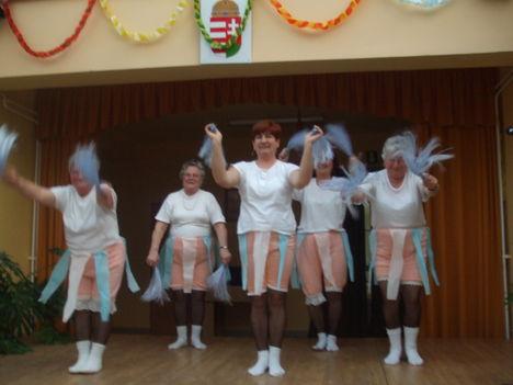 Bundabugyis táncoslábú sági lányok