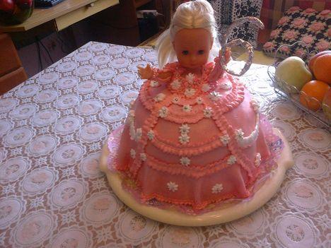 szülinapi torta ,barbi