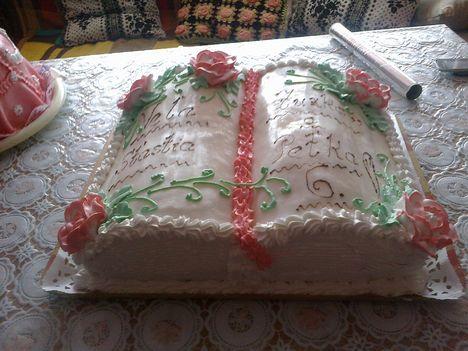 szülinapi torta ,könyv