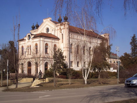 Szentes könyvtár