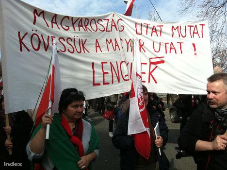Lengyelek a március 15-i budapesti szabadságmenetben