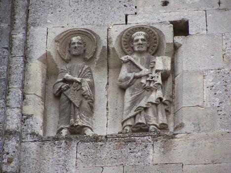 Gyulafehérvár - Szent Pál és Szent Péter domborműve a déli falon