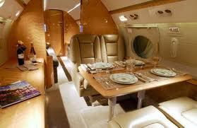 luxusvacsora egy repülőn