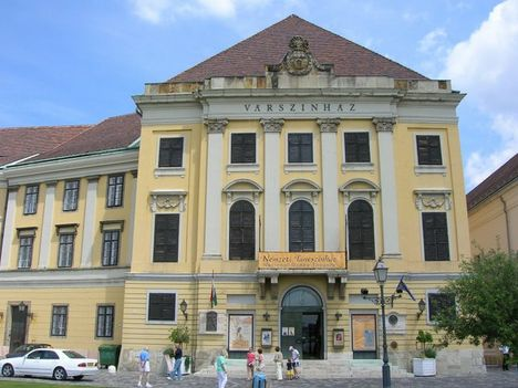 várszínház3