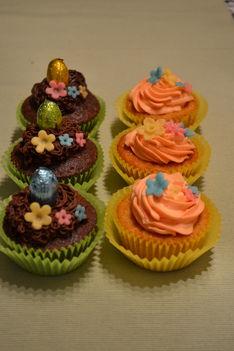 répa muffin  narancsos mascarponekrémmel, és brownie muffin csokikrémmel