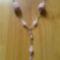 Rózsaszin nyaklánc horgolt bogyóval