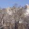 Sümeg-vár oldala a fák ágai közt