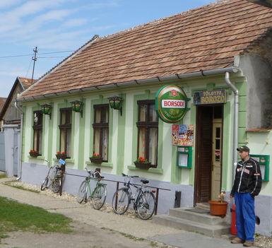 Hédervár, a Tölgyfa borozó, 2012. április 17.-én