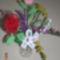 virágcsokor vörös rózsával