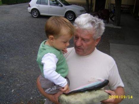 Ádám a papa és a hal:)