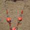Piros virágos nyaklánc