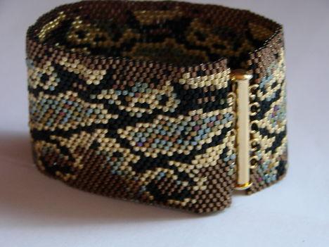 kígyós peyote karkötő
