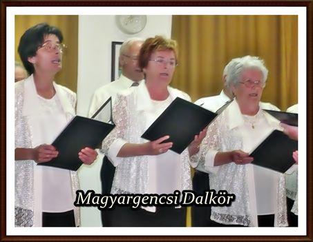 Vera-Ági-Éva dalolás közben