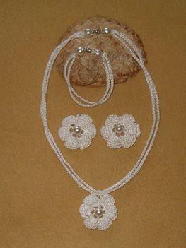 kétsoros lánc rózsa medállal és fülivel