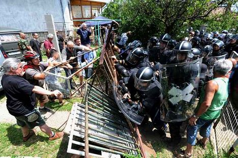 tüntetés a kilakoltatások ellen