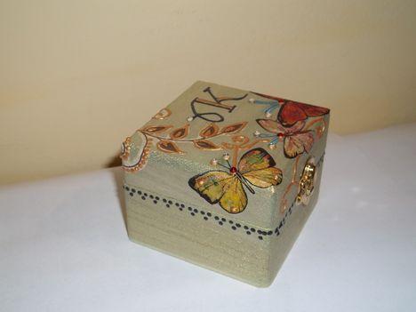 Pillangós dobozka