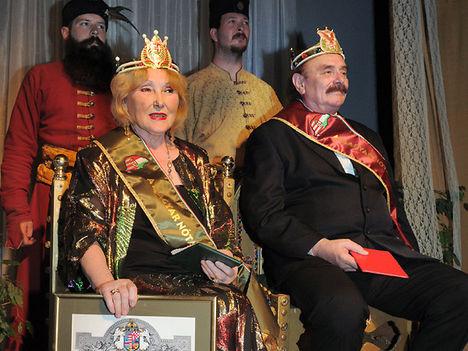Bokor János és Szentendrei Klári a császári trónon