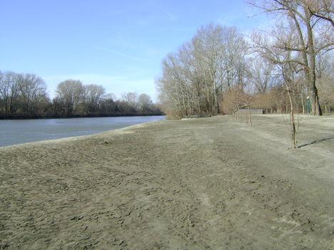 2011.02. téli árvíz után a mindszenti strand