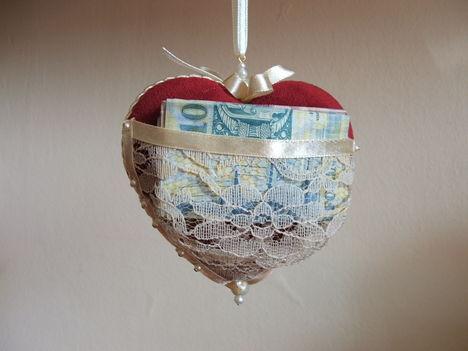 Pénzt akarsz adni ajándékba? / Háta !/