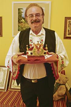 Bokor János a császári koronával