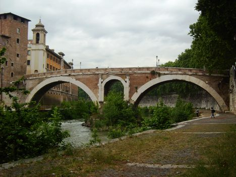 Róma híd a szigetre