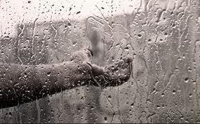 az eső megállás nélkü
