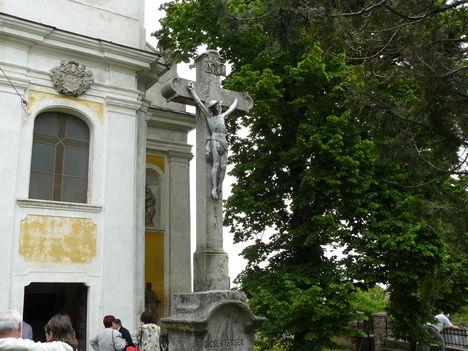Hajmáskér  Szentháromság templom 13