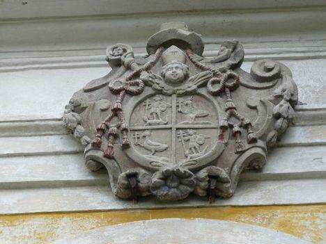 Hajmáskér  Szentháromság templom 1