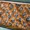 Rácsos meggyes pite karamellizált töltelékkel