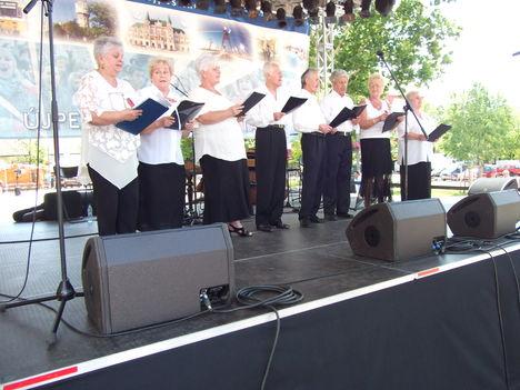 2012.jún.24.Újpesti Folklór-Napok Főtéri nagyszínpad