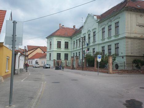 Halász utca- Petőfi Sándor ált. iskola