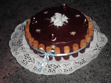 Csikos meggyes torta Lászlónapra 2012