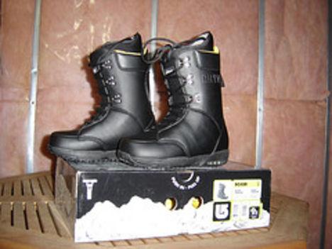 Burton cipő