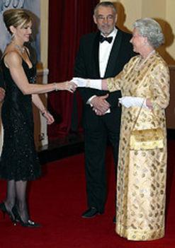 II. Erzsébet üdvözli Madonnát