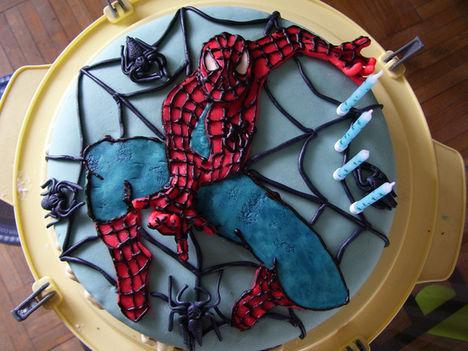Pókemberes torta